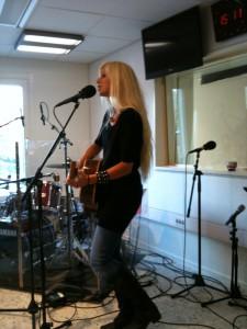 120928 Nilla Nielsen live i radion 3